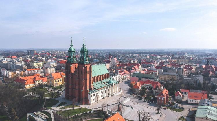 Czyszczenie kostki brukowej w Gnieźnie czystaposesja.pl